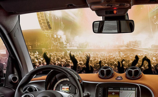 JBL车载扬声器:强劲震撼重低音,开车都有劲儿