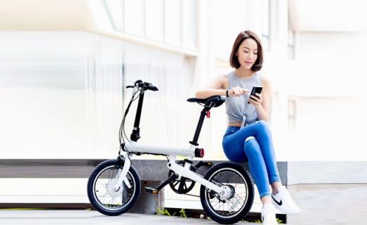 小米电动自行车:轻盈可折叠,超长续航可连接App