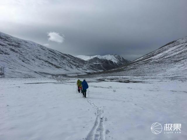 风雪中重装行走,透气保暖也可兼得,巴塔哥尼亚羊毛功能内衣评测