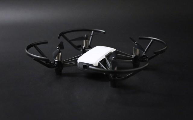 年轻人的第一台无人机,便携好用揣兜里就走 — 特洛TELLO无人机上手体验   视频