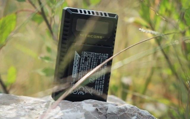 富士相机的福音!相机电池的加油站,NITECORE FX1充电器测评
