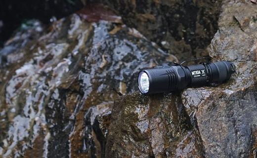 挖坑 | 全世界超好用的手电筒,照明点火煮鸡蛋都能干