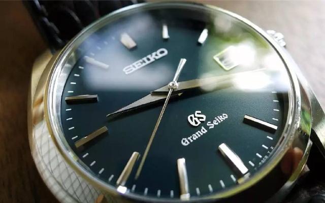 男人都想要的顶级石英腕表!花一半钱戴出劳力士的逼格