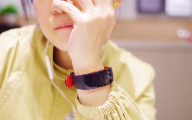 曲面屏设计的三星手环,功能强大堪比一部终端手机 — 三星gear fit2 pro多功能手环体验