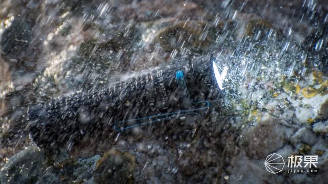 光斑均匀照得亮,专业防水随意造,OLIGHTS2Rii手电筒评测