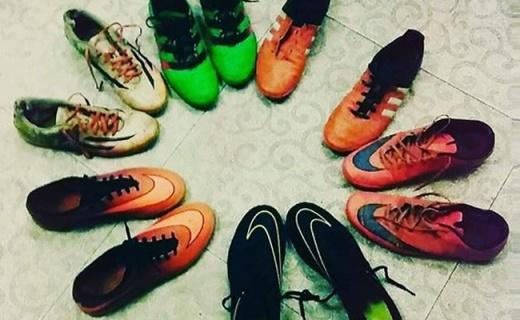 耐克Bravatax足球鞋:准确触球抓地强劲,踢球轻便又耀眼