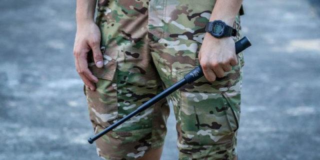 防身护体利器,以备不时之需,弘安保罗战术轻羽甩棍测评