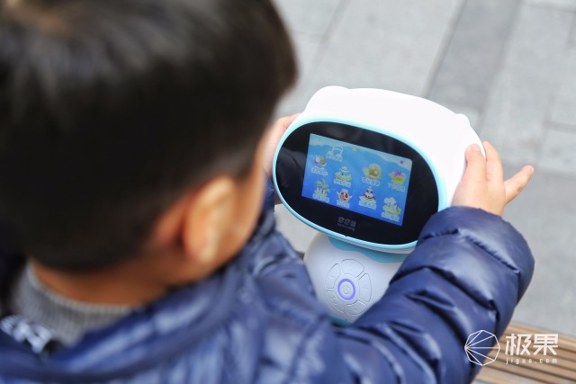 更懂孩子的启赋陪伴机器人,巴巴腾智能机器人S3体验