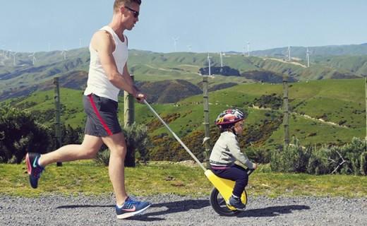 脑洞设计师发明独轮推车,这才是带熊孩子的正确方式!