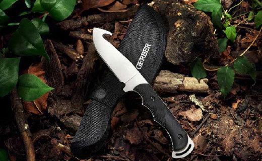 戈博钩型户外刀:真空镀灰钛表面,抗腐蚀耐磨性能极佳