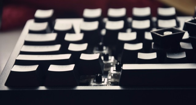 v708機械鍵盤,不一般的感覺