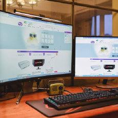 组双屏的光源新选择,明基ScreenBar Plus屏幕挂灯详评